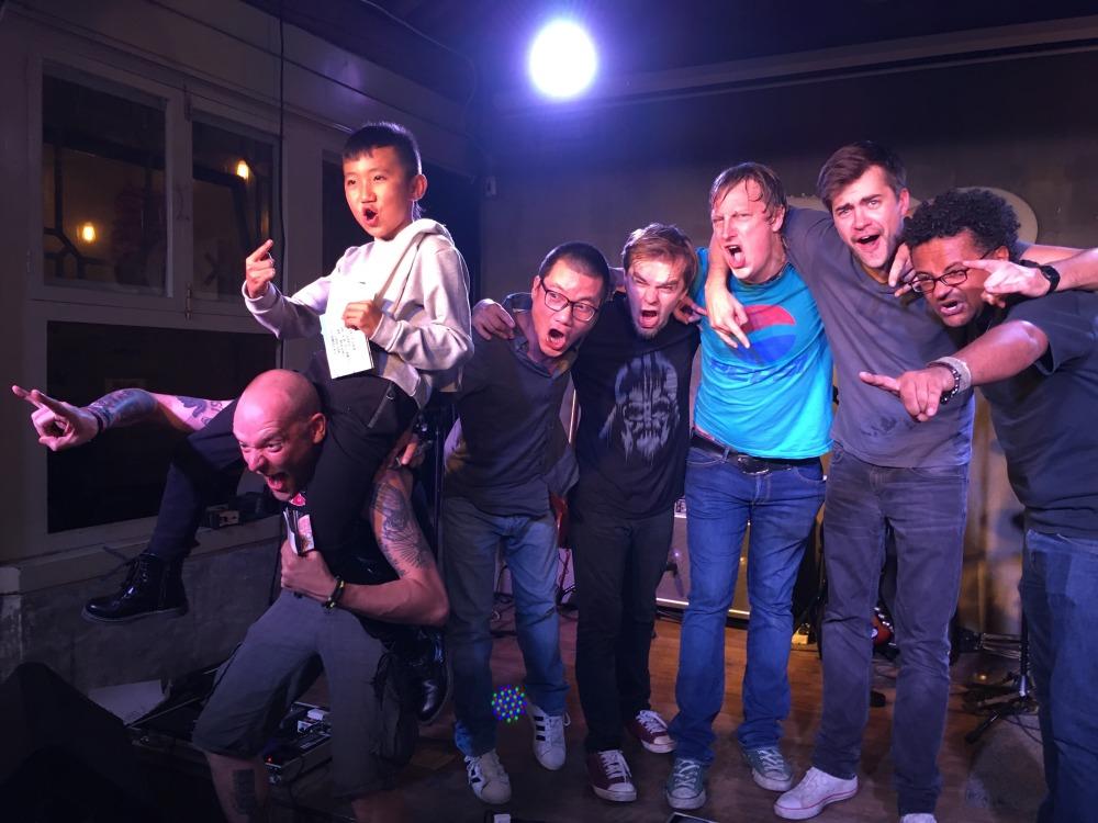 Nach dem Auftritt im DAN TILL DUSK Club Peking